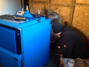 Bernt from shs-renewable.ie installing our blue wood gasifier today